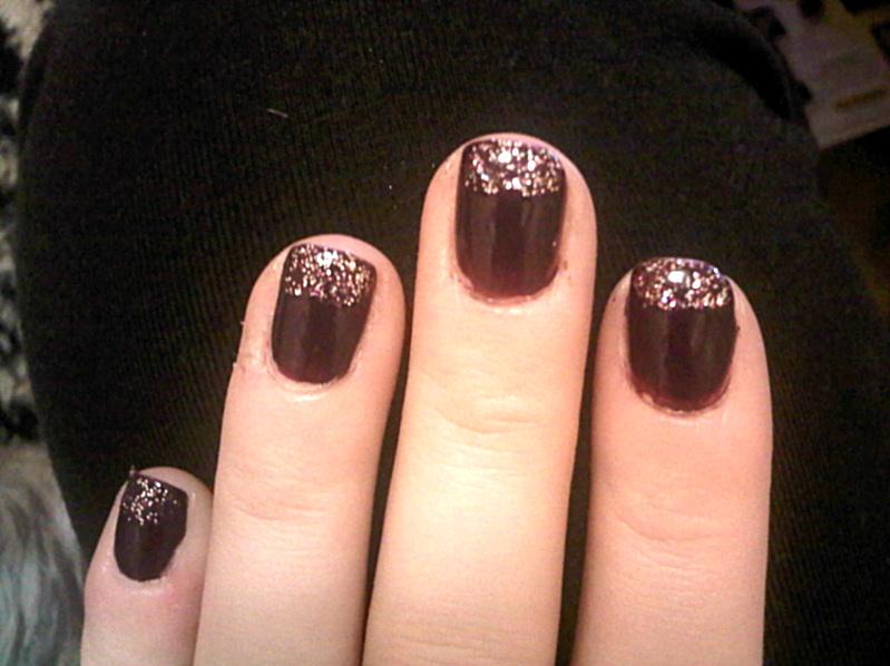 queens 20111115 00523 DIY: Glitter tip nails