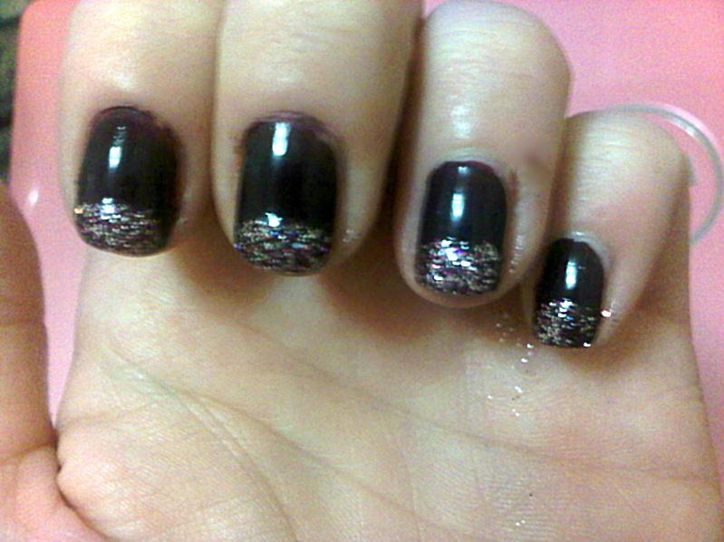 queens 20111115 00525 DIY: Glitter tip nails